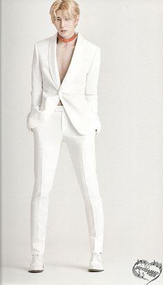 Leo + suit + blonde hair + chocker = ☠️☠️☠️☠️☠️☠️☠️