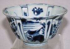 Kraak Ming blue and white deep bowl. I really love deep bowls, to hold and to handle.                                           ...