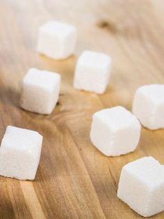 Enlever une tache sur un tissu délicat avec du sucre : Ces 22 produits détachants vont vous surprendre - Linternaute Feta, Cleaning, Cheese, Magazine, Sprays, Tips, Removing Mildew Stains, Advice, Magazines