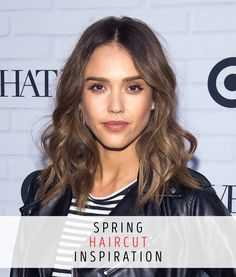 The long, cold days of winter are finally behind us! Get ready for spring with this Jessica Alba-inspired short haircut. Hot Haircuts, Funky Hairstyles, Medium Hair Cuts, Medium Hair Styles, Medium Bobs, Jessica Alba Hair, Khloe Kardashian Hair, Cherry Hair, Fresh Hair