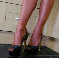 Nylons, Toe Polish, Hot High Heels, Character Shoes, Heeled Mules, Stiletto Heels, Christian Louboutin, Peep Toe, Dance Shoes