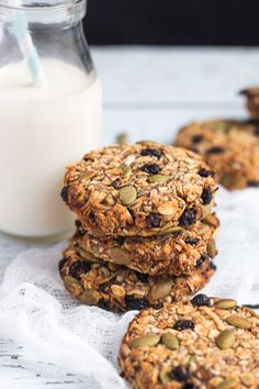 Super Healthy Grab and Go Banana Breakfast Cookies is part of Banana breakfast cookie - Never skip breakfast again with a batch of these Grab & Go Banana Breakfast Cookies in your freezer Naturally sweetened, these are seriously good for you Healthy Cookies, Healthy Treats, Healthy Baking, Healthy Breakfast Cookies, Oat Biscuits Healthy, Cookies Vegan, Gourmet Recipes, Cooking Recipes, Healthy Recipes