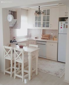 51 Small Kitchen Ideas To Update Your Home 51 Small Kitchen I. - Komik - 51 Small Kitchen Ideas To Update Your Home 51 Small Kitchen I. 51 Small Kitchen Ideas To Update Your Home 51 Small Kitchen Ideas To Update Your Home kitchen - Home Decor Kitchen, Kitchen Interior, Home Kitchens, Design Kitchen, Tiny Kitchens, Farmhouse Kitchens, Decorating Kitchen, Dream Kitchens, Küchen Design