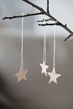 Natural christmas decoration with leather stars Natural Christmas, Noel Christmas, Christmas And New Year, Winter Christmas, Christmas Crafts, Christmas Decorations, Christmas Ornaments, Craft Decorations, Simple Christmas