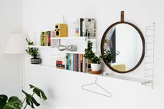 Nordic Days is a website with Scandinavian interiors where you learn everything about Scandinavian design and the latest home interior trends. Nordic Interior Design, Diy Interior, Interior Design Tips, Contemporary Interior, String Regal, String Shelf, White Floor Lamp, Room Decor, Wall Decor