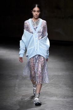 You're Going to Love London's New Way to Wear Athleisure Spring Summer 2018, Spring Summer Fashion, Indonesia Fashion Week, Elie Saab Couture, Christopher Kane, Athleisure, Fashion News, Lace Skirt, Feminine