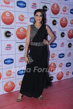 Anjum Fakih in a black saree Saree Wearing Styles, Celebrity Style Dresses, Black Saree, Vaseline, Style Fashion, Fashion Outfits, Sari, Actresses, Alia Bhatt