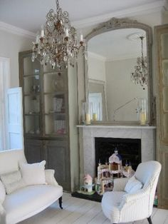 Classic Style: Shabby Chic Scandinavian Home French Living Rooms, Living Room Grey, Home And Living, Living Spaces, Shabby Chic Grey, Estilo Shabby Chic, Mirror Over Fireplace, Fireplace Ideas, Fireplace Bookcase