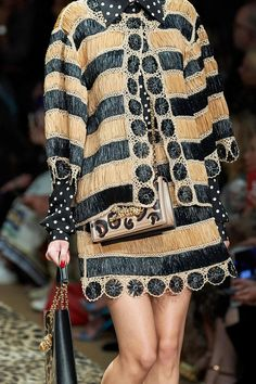 Dolce & Gabbana Spring 2020 Ready-to-Wear collection, runway looks, beauty, models, and reviews.