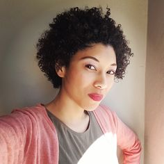 Dry patch in middle of hair. Natural hair on winter. Moisturize, stop frizz, defined curls. Bentonite Clay, Curls, Natural Hair Styles, Moisturizer, Middle, Winter, Nature, Moisturiser, Naturaleza