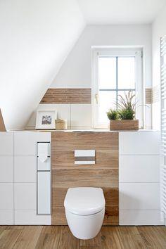 Erdtöne in Kombination mit Holzoptik von Banovo GmbH Wc Design, Bathroom Interior, Storage Spaces, Family Room, Sweet Home, New Homes, House, Duravit, Home Decor