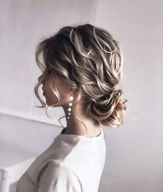 Updo Inspiration for Holiday Hair - Style - Modern Salon These stunning examples of styling are perfect for holiday parties, winter weddings, and even cozy at-home date nights. Watch them come together in videos, too. High Bun Hairstyles, Holiday Hairstyles, Party Hairstyles, Wedding Hairstyles, Long Curly Hair, Curly Hair Styles, Updos For Thin Hair, Wedding Hair And Makeup, Bridal Hair
