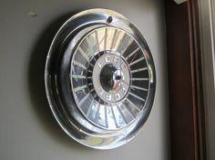 1957 Ford T-Bird-Galaxie Hubcap Clock No.2106