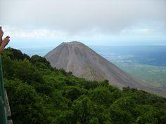 el imponente volcán de Izalco