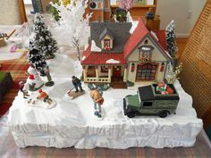 Village idea (footprints in snow) Christmas Village Houses, Christmas Village Display, Putz Houses, Christmas Villages, Christmas Time, Christmas Crafts, Dickens Village, Gifted Kids, Department 56