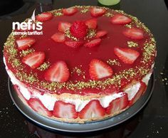 Strawberry Cake (No Flavor Such) Yummy Recipes Strawberry Cakes, Strawberry Recipes, Easy Cake Recipes, Pasta Recipes, Yummy Recipes, Brownie Cheesecake, Iftar, Turkish Recipes, Food And Drink