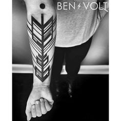 An abstract dynamic linear #geometric #arrow composition for Iana's first tattoo. Thanks so much! #benvolt #blackwork #tattoo #tattoos #graphicdesign #form8tattoo #sanfrancisco #blackworkerssubmission #blxckink