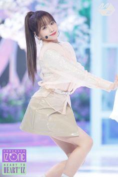 Kpop Girl Groups, Kpop Girls, K Pop, Yuri, Sakura Miyawaki, Japanese Girl Group, Kim Min, Kpop Outfits, Female Singers