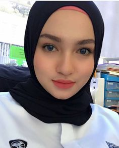 Beautiful Muslim Women, Beautiful Hijab, Beautiful Asian Girls, Gorgeous Women, Girl Number For Friendship, Hijab Collection, Hijab Fashionista, Muslim Beauty, Hijab Chic