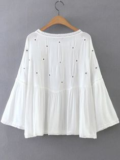 White Embroidery Bell Sleeve Blouse Love everything about this. As long as it's not expensive! Blouse Styles, Blouse Designs, Bell Sleeve Blouse, Bell Sleeves, Pretty Outfits, Cute Outfits, White Embroidery, Flower Embroidery, Fashion Corner