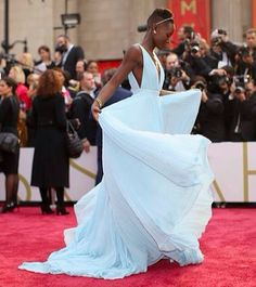 Lupita- one of my favorite Oscar dresses 2014 Pretty Dresses, Beautiful Dresses, Gorgeous Dress, Best Oscar Dresses, Vestidos Oscar, Pretty People, Beautiful People, High Fashion, Fashion Beauty