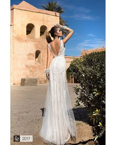 Romantic and alluring, making you mysterious and chic #wedding #abitodasposa #brideideas #nozze #famous #weddinglife #cerimonia #sposa #smpweddings #weddingday #bride #bestbride #bridalgown #dress #noivos #bridal #vestidodenoiva #couture #gown #casamento #thebridestory #veil #weddinginspiration #weddingdiary #matrimonio #weddingdream #mariage #fashion #robedemariee #gelinlik
