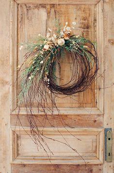 Diy Christmas Decorations, Christmas Wreaths To Make, Noel Christmas, Holiday Wreaths, How To Make Wreaths, Rustic Christmas, Christmas Crafts, Winter Wreaths, Spring Wreaths