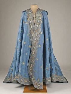 Vintage Fashion: A beautiful blue silk mantle embellished with metal thread embroidered stars. Made in Spain. Circa Photo credit: Met Museum of Art Antique Clothing, Historical Clothing, Historical Dress, 1800s Fashion, Vintage Fashion, 19th Century Fashion, Vintage Dresses, Vintage Outfits, Period Outfit