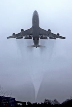 Tags: airplane, Boeing, 747