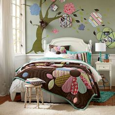 Love this room, inspires creativity!  Funky Floral Quilt & Sham