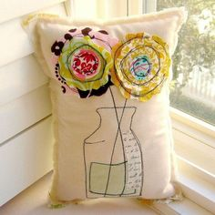 Flower Pillow Soft Sculpture Appliqued Pillow by tracyBdesigns Fabric Art, Fabric Crafts, Sewing Crafts, Sewing Projects, Free Motion Embroidery, Embroidery Applique, Machine Embroidery, Applique Pillows, Sewing Pillows
