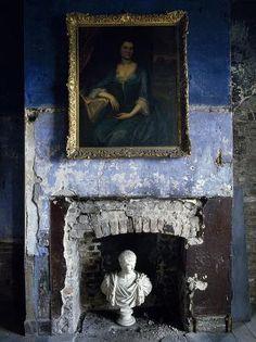 blue wall Angolo critico: il fascino del decadente, quasi fatiscente