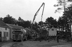 Arbeid med tomten til Soar bedehus i Byg..., Arbeid med tomten til Soar bedehus i Bygata på Romsdalsmuseet. Utility Pole, Gate, Portal