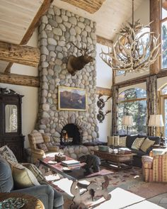 An Aspen Chalet by Laura Hunt Hunting Lodge Interiors, Hunting Home Decor, Log Home Interiors, Chalet Girl, Chalet Chic, Ski Chalet Decor, Rustic Lodge Decor, Chalet Design, Rustic Cabins