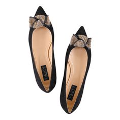 [COMO] Pointed Toe Flat Black Suede with Gold Studded Bow, Handmade in Italy. Inspired by the elegant women of northern Italy, VIAJIYU's pointed-toe flat is sleek, sophisticated and lady-like. Want a different bow? Or no bow at all? Email VIAJIYU and design your dream shoes. #VIAJIYU #COMO #comoblack #comovelukid #velukid #suede #bows #flatswithbows #classic #classicshoes #pointed #flats #shoes #flatshoes #nohighheels #madeinitaly #madetoorder #designyourown #shoelove