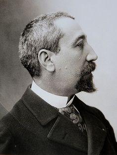 Anatole France - Il devient une des consciences les plus significatives de son temps en s'engageant en faveur de nombreuses causes sociales et politiques du début du xxe siècle