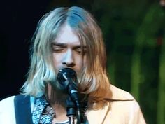 Kurt Cobain... His hair!!!!!!
