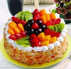 What is your choice? Do you want healthy desserts? Open the link to learn more on this subject! Wedding Cakes With Cupcakes, Fondant Cupcakes, Cupcake Cakes, Healthy Cake, Healthy Desserts, Easy Desserts, Strawberry Cake Decorations, Cupcake Cake Designs, Fruit Birthday Cake