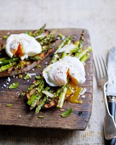 poached eggs and asparagus on toast