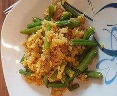 Gebratener Reis mit Rindfleisch und grünen Bohnen