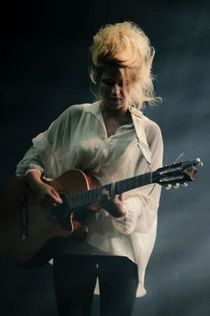 {love her hair and her music.} If you don't know, now you know. Selah Sue. Look her up and listen. Wowza.