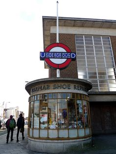 The back of this station (well, the side without an entrance). London Underground Tube, London Underground Stations, London Bus, Old London, Docklands Light Railway, London Architecture, U Bahn, London Pictures, London