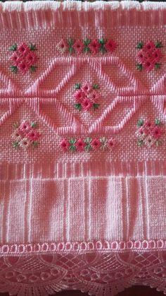 Toalha de lavabo em Ponto reto e ilhois, rosa.