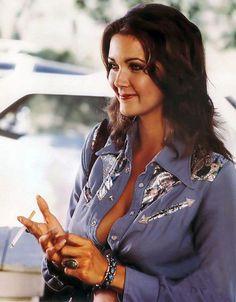 Lynda Carter ✾ and Wonder Woman Television Show Tribute Thread Linda Carter, First Wonder Woman, Women Smoking Cigarettes, Wonder Women, Girl Smoking, Hollywood Celebrities, Female Celebrities, Beautiful Actresses, American Actress
