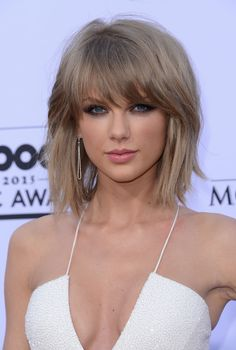 Sorry Swifties, Taylor Swift Will NOT Be Performing At The Superbowl Taylor Swift Hot, Taylor Swift Facts, Taylor Swift Pictures, Short Hair Cuts, Short Hair Styles, Taylor Swift Photoshoot, Blonde Hair Looks, Grunge Hair, Hairstyles With Bangs