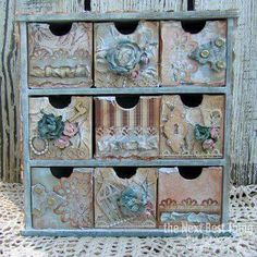 I love the grungy technique that Lynne applied to her box - I am totally doing this to mine! Decoupage Box, Decoupage Vintage, Altered Tins, Altered Art, Wood Crafts, Diy And Crafts, Victorian Crafts, Scrapbook Box, Shabby Chic Crafts
