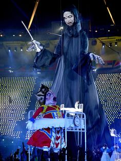 Some scary sh!t going on at the Olympics Opening Ceremony ..... Things rhat make you go hmmm.....
