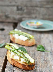 Tartine de fromage frais aux asperges rôties