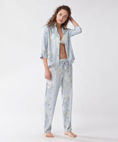 Cretonne trousers - New In - Spring Summer 2017 trends in women fashion at Oysho online. Find lingerie, pyjamas, slippers, nighties, gowns, fluffy, maternity, sportswear, shoes, accessories, body shapers, beachwear and swimsuits & bikinis.