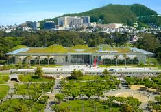 Green Roof at California Academy of Sciences, San Francisco. Architect Renzo Piano was inspired by the Golden Gate Park surroundings & the hills Architecture Office, Architecture Design, Green Roof Benefits, Green Roof System, Living Roofs, Shop Buildings, Roof Design, World Photo, Architectural Digest